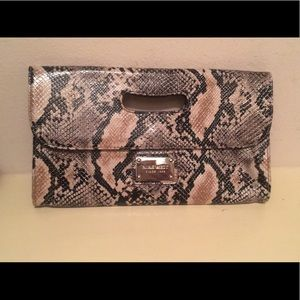 Nine West clutch ( snake pattern )